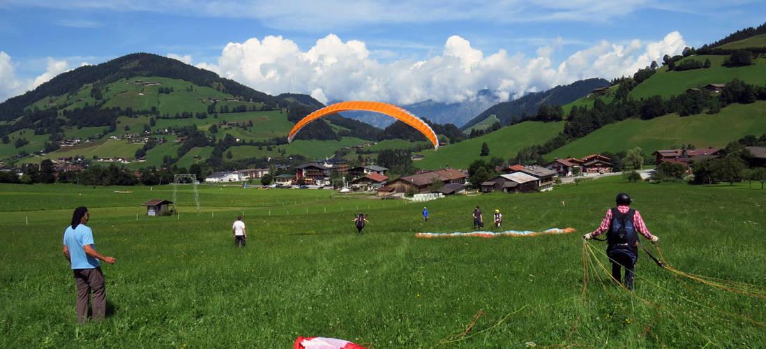 Zelf leren vliegen aan een paraglidingscherm
